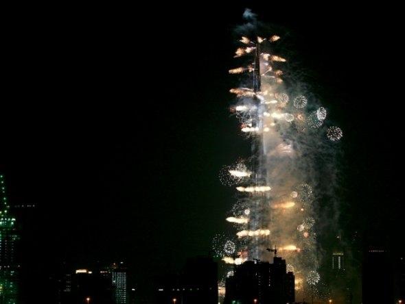25550101 191023 2012 Countdown..ดอกไม้ไฟเหนือน่านฟ้าเมืองต่างๆ สวยงามแค่ไหน