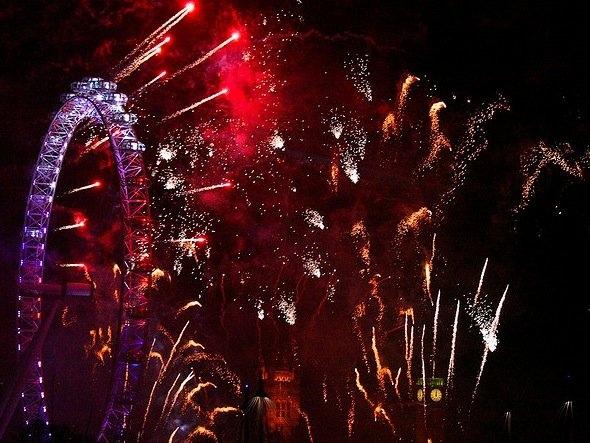 25550101 191044 2012 Countdown..ดอกไม้ไฟเหนือน่านฟ้าเมืองต่างๆ สวยงามแค่ไหน