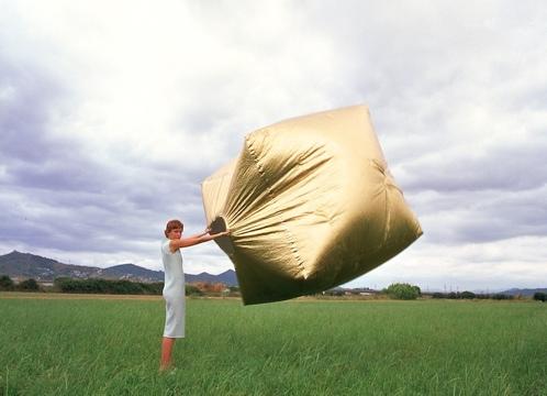 25550121 185934 บ้านแบบพกพา..พับใส่กระเป๋า เพียงสลัด..สบัด..ก็เสร็จ เข้าอยู่ได้