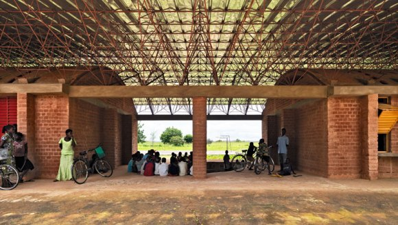 Kere 2 Ampliamento Scuola Gando 2010 580x329 แง่คิด ความยั่งยืนด้านสถาปัตยกรรมของแอฟริกา Africa Calling by Francis Kere
