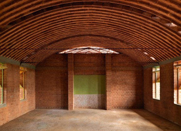 Kere 3 Ampliamento Scuola Gando 2010 580x418 แง่คิด ความยั่งยืนด้านสถาปัตยกรรมของแอฟริกา Africa Calling by Francis Kere