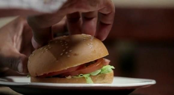 brailleburger04 580x317 Wimpy braille burgers มอบรอยยิ้มสู่ผู้พิการทางสายตา