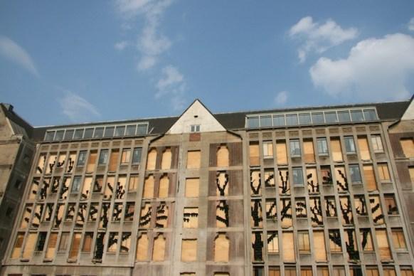25550315 082917 ปกปิดไซต์ก่อสร้างด้วยสวนแนวตั้ง..ไอเดียฉลาดๆของโครงการปรับปรุง The Rotterdam Stadskantoor
