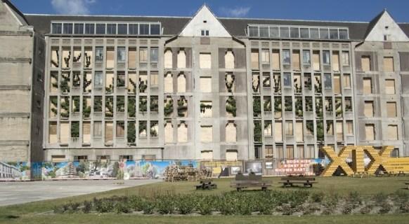 25550315 082945 ปกปิดไซต์ก่อสร้างด้วยสวนแนวตั้ง..ไอเดียฉลาดๆของโครงการปรับปรุง The Rotterdam Stadskantoor
