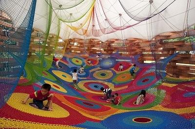 25550318 123205 สนามเด็กเล่นจากไหมพรม ที่ได้จากการถักโครเชต์..