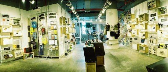 Lomography Gallery Store Bangkok ร้านโลโม่ชั้น 4 สยามดิสคัฟเวอรี่  16 - Gallery