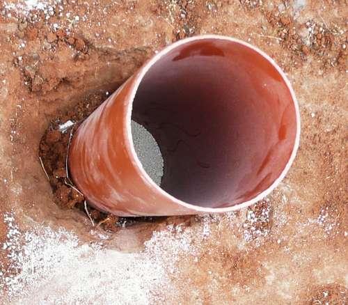Digging the hole D.I.Y.สวนแนวตั้ง จากท่อ PVC
