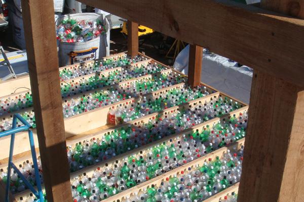 ร้านอาหารหรูลอยน้ำ..จากขวดพลาสติก 25 - school of fishing foundation