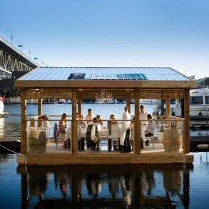 ร้านอาหารหรูลอยน้ำ..จากขวดพลาสติก 17 - school of fishing foundation