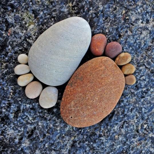 YingYang Feet by Iain Blake รอยเท้าจากก้อนหิน..โดย Iain Blake