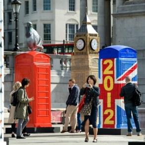 นิทรรศการงานศิลปะกลางแจ้ง จากตู้โทรศัพท์สาธารณธะของอังกฤษ..นับถอยหลังโอลิมปิค 34 - Childline