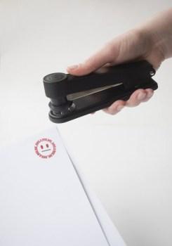 6221 holding stampler 245x350 Stampler...แม็กสแตมป์