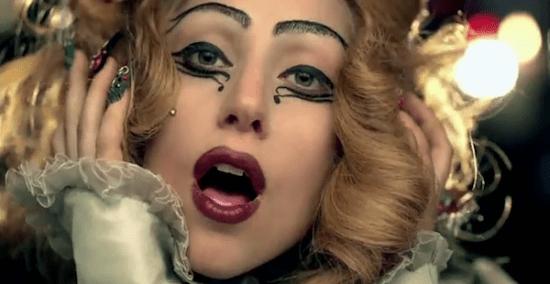 Lady Gaga Judas 550x284 Holiday Windows with Lady Gaga Fantasy World เลดี้ กาก้า เจิดจร้า บนวินโดว์ดิสเพลย์