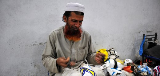 Sialkot in Pakistan is the Largest Producer of Footballs เมืองที่มีความสำคัญต่อวงการฟุตบอลมากที่สุดแห่งหนึ่งของโลก 14 - Footballs