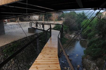 25550713 173758 Bridge school..เมื่อสะพาน เป็นทั้งโรงเรียน สนามเด็กเล่น และเวทีสาธารณะ