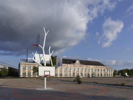cf053699photo s.chalmeau non libre de droits 467x350 Basket tree in Nantes, France ห่วงบาสหลายระดับในหนึ่งเดียว