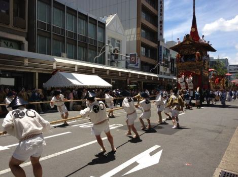 greenshot 2012 07 19 20 10 12 469x350 By the official summer start Kyoto Gion Festival