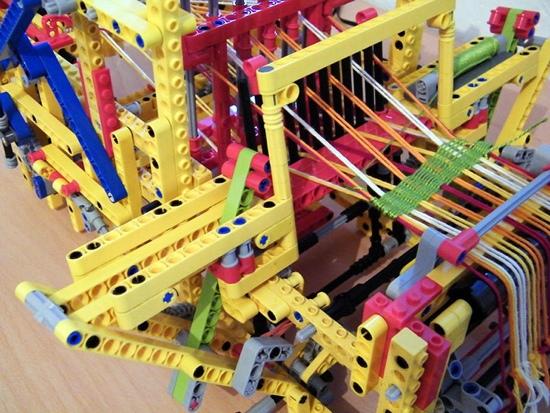 25550805 150448 เครื่องทอผ้าจาก Lego