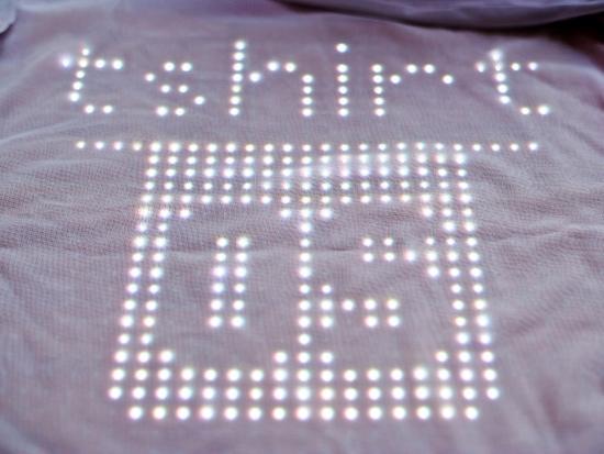 25550814 122453 TshirtOS เสื้อยืดที่แสดงสถานะ หรือทวีต จากมือถือ ตัวแรกของโลก