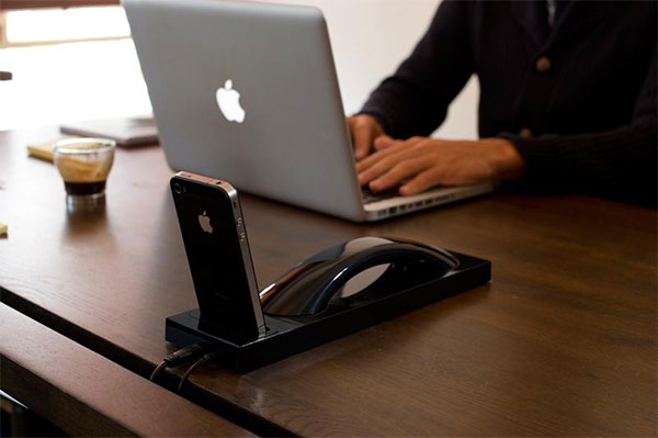 Moshi Moshi MM03i 2 Moshi Bluetooth iPhone Dock...ให้คุณใช้งาน iPhone ได้แบบต่อเนื่องแม้จะยังอยู่ในแท่นชาร์ต