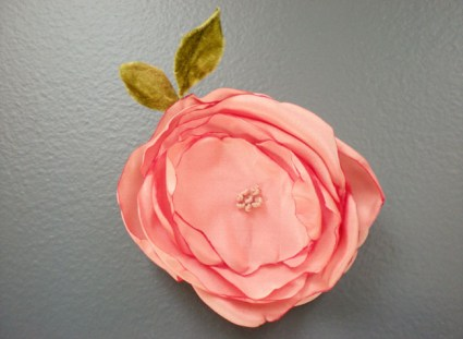 flower pin 07 425x311 DIY: FLOWER PIN
