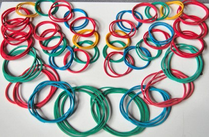 loops layed out 425x278 DIY.Rubber Band Chain Necklace&Bracelet