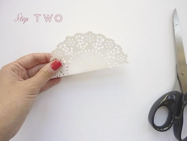 step two doliy 650x488 DIY.gift bag ถุงของขวัญง่ายๆ เพียง 5 นาที ด้วยอุปกรณ์ในออฟฟิศ