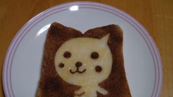 25551017 100529 DIY สร้างสรรค์ภาพการ์ตูนบนขนมปัง..ง่ายๆจากฟลอยห่ออาหาร