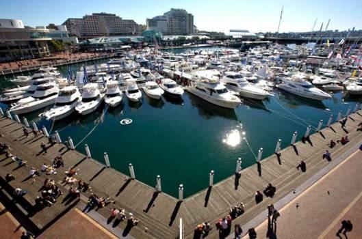 Riviera stand at the 09 Sydney International Boat Show1 529x350 Cannes Boat Show เทสกาลอวดเรือยอชท์ ที่เมืองคานส์
