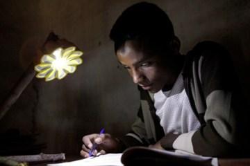 """เครื่องกำเนิดแสงขนาดพกพาช่วยเหลือชาวชนบท """"Little Sun"""" by Olafur Eliasson & Frederik Ottesen 10 - Lamp"""