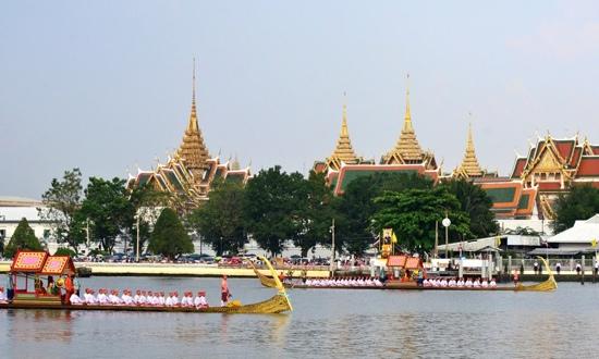 25551109 170038 งานยิ่งใหญ่ของคนไทยทั้งประเทศ..ขบวนพยุหยาตราทางชลมารค