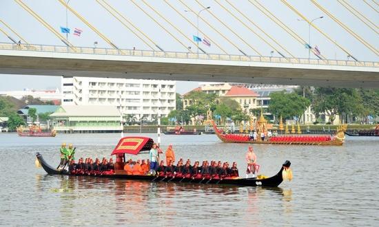 25551109 170326 งานยิ่งใหญ่ของคนไทยทั้งประเทศ..ขบวนพยุหยาตราทางชลมารค