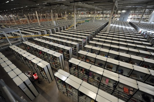 25551130 175225 มีอะไรใน Amazons Warehouse
