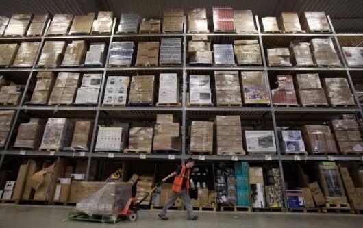 25551130 175235 มีอะไรใน Amazons Warehouse
