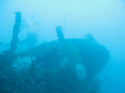 ซากเรือญี่ปุ่น photo from http://ladyglobetrotter.blogspot.com/2010/05/wwii-japanese-ship-wrecks-coron.html
