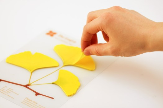 gingko01 525x350 กระดาษโพสต์ อิท ที่ร่วงโรย Cherry blossom memo stickers by appree