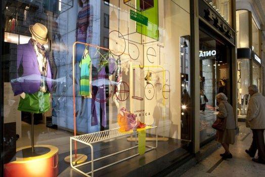 "Objet Coloré แนวคิดการออกแบบ ""ชั้นวางของสำหรับใช้ในร้านค้า ของแบรนด์  Bennetton"" 3 - display"