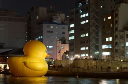 537 425x281 Giant Rubber Duck