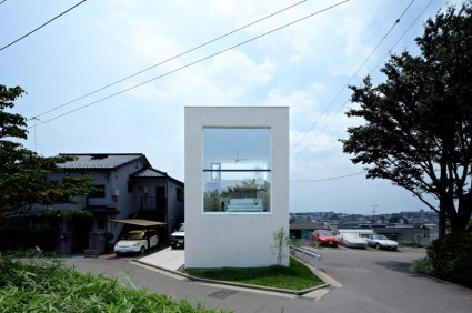 hiyoshi 01 425x282 The rectangular house from Enjoy and Architecture