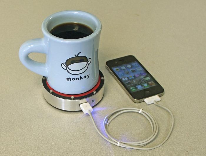 25560219 174051 ชาร์ตมือถือจาก จานรองถ้วยกาแฟ !!!
