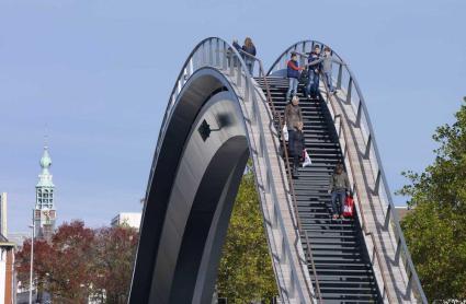 Jeroen Musch 04 425x278 Melkweg Bridge by NEXT Architects สะพานที่สร้างความสุนทรีย์แก่ผู้สัญจรทางเท้า และจักรยาน
