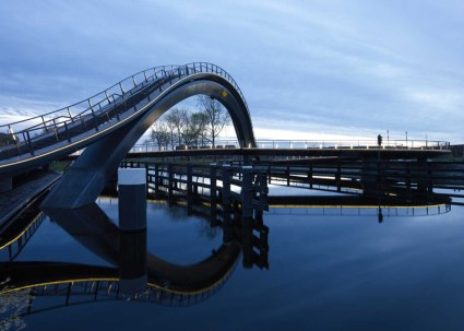 dezeen_Melkwegbridge-by-NEXT-Architects-and-Rietveld-Landscape_ss_1