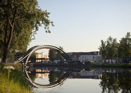 dezeen_Melkwegbridge-by-NEXT-Architects-and-Rietveld-Landscape_ss_7