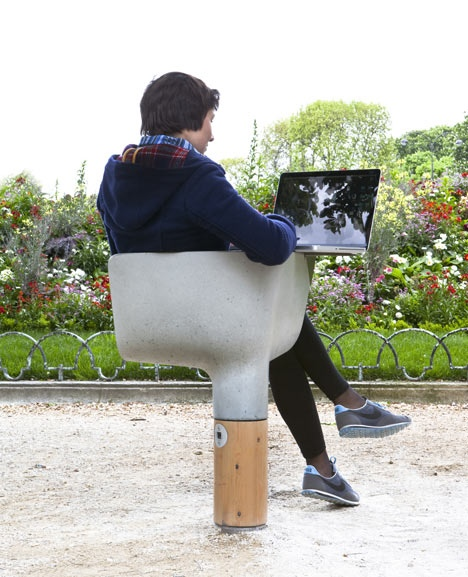 25560320 095032 งานออกแบบ Wi Fi stations ..ในกรุงปารีส สวยงามร่มรื่น น่านั่งยิ่งนัก