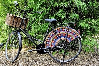 25560323 083751 แต่งแต้มสีสันให้ล้อจักรยานด้วยไหมพรม