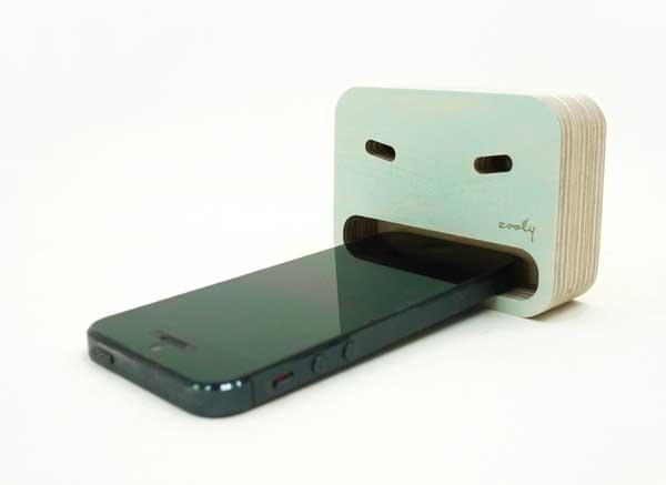 25560413 205932 smartphone stands...หม่ำ..หม่ำ..มือถืออร่อย