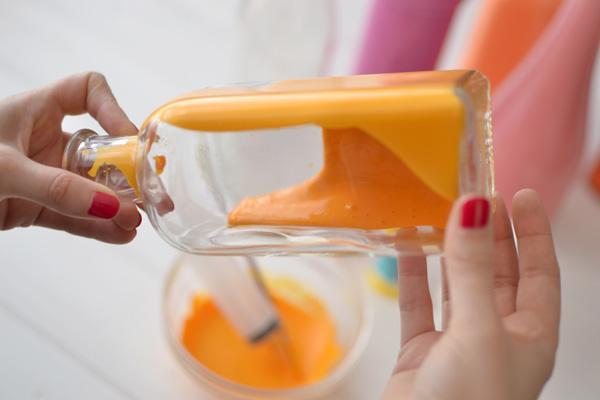 5botellas pintadas por dentro DIY เปลี่ยนขวดใช้แล้ว เป็นแจกันสีสันสวยงาม