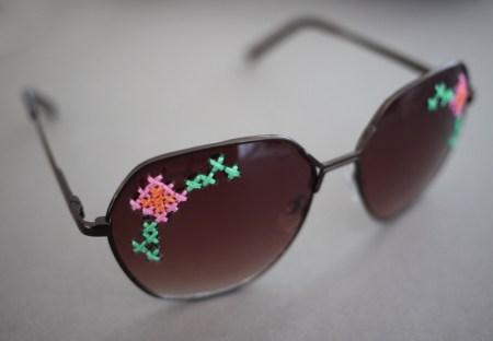embroideredsunglasses81 450x312 DIY Embroidered แว่นตาครอสติส