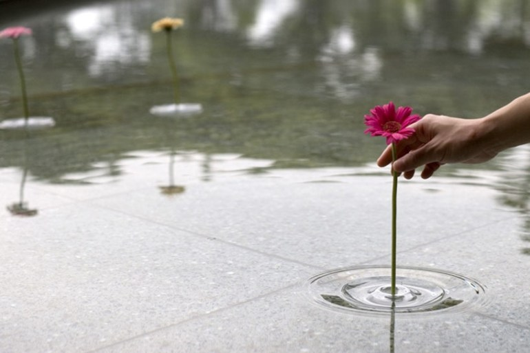 floating ripple vases แจกันที่มีการเคลื่อนไหวตลอดเวลา 13 - clear