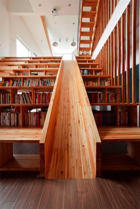 บ้านที่มีชั้นหนังสือ เป็นขั้นบันได และไม้ลื่น ส่วน T.V. ไปไกลๆ เลย 13 -